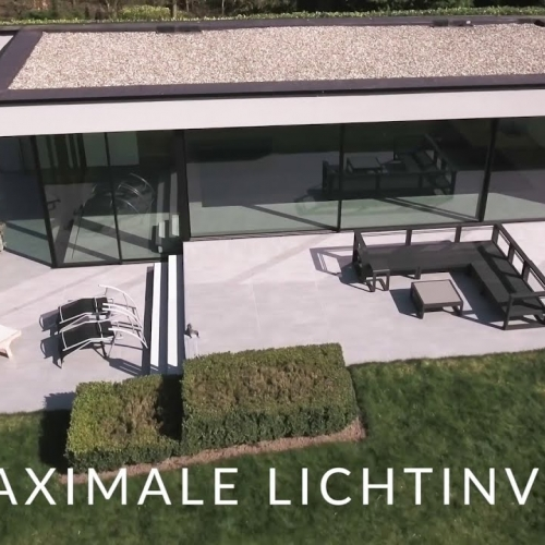 MINIMALISTISCH POOLHOUSE MET ARTLINE-SCHUIFRAAM